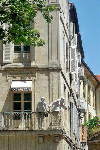 399px-Avignon_statues